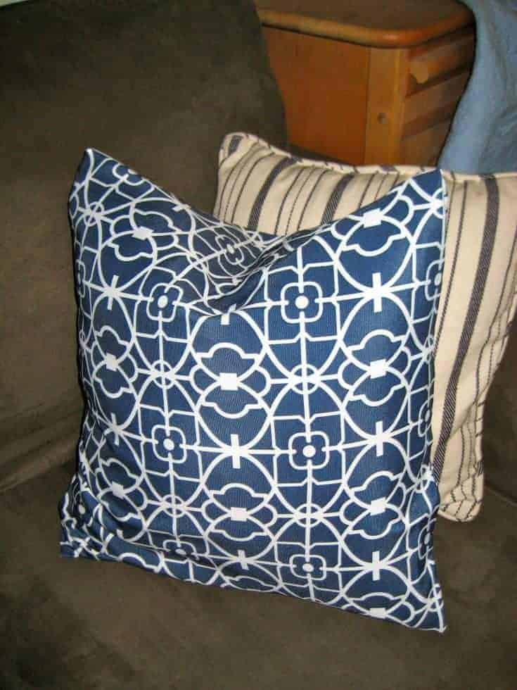 "No-Sew Pillow ""Envelope"" Style Pillow Covers"