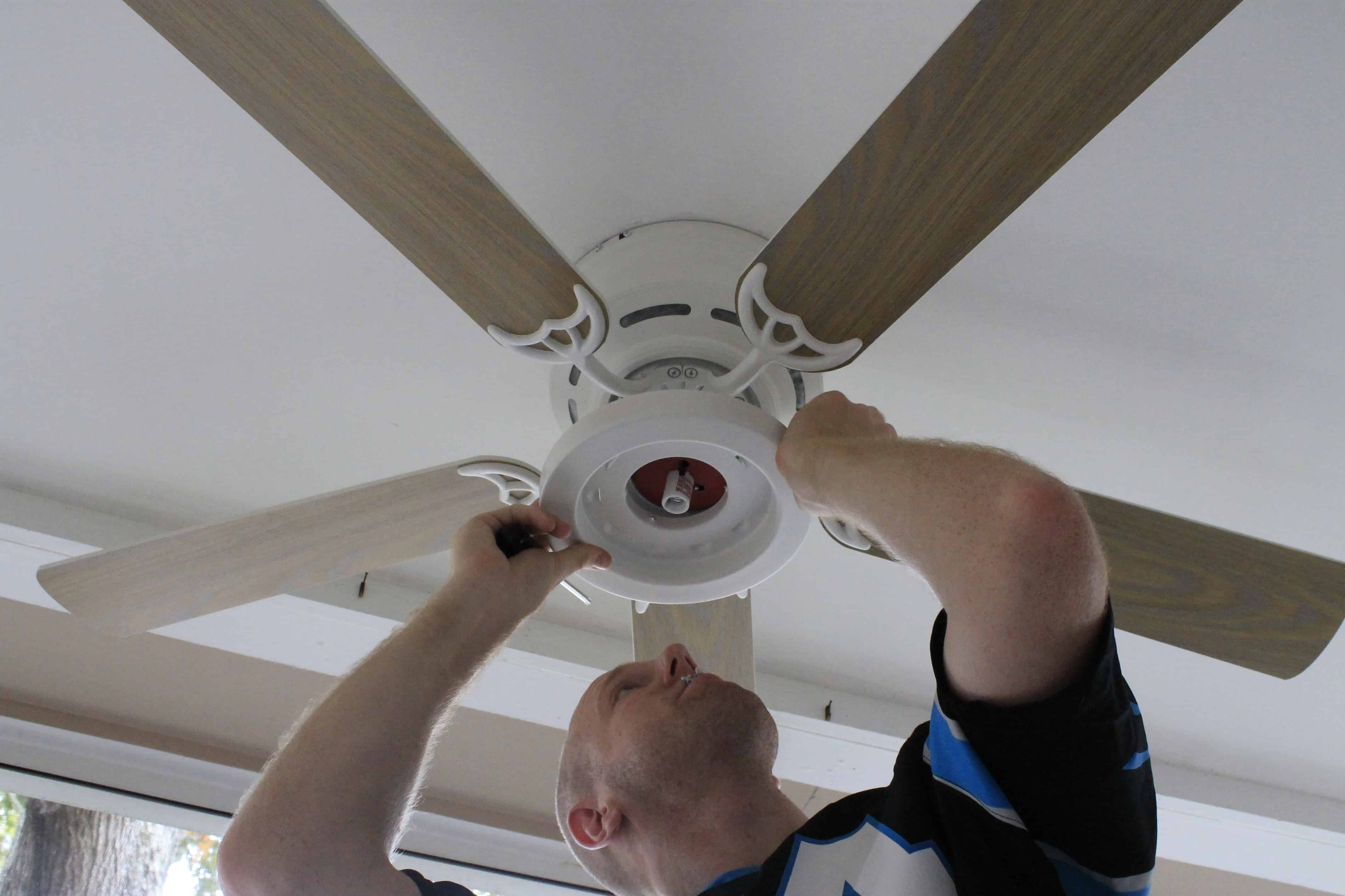 Change Ceiling Fan Light Bulb