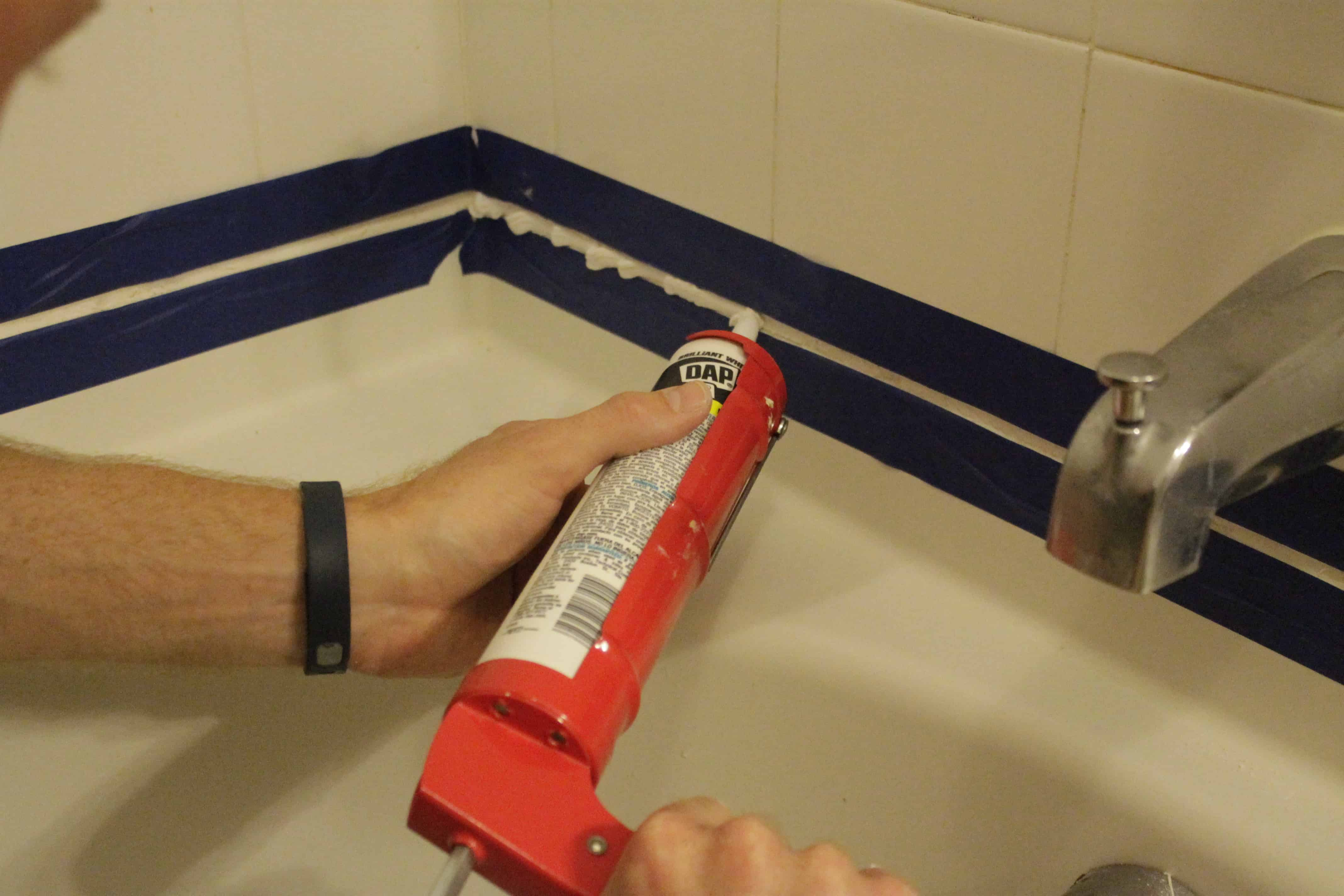 Refresh your Tub by Replacing the Caulk