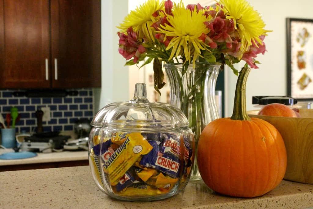 Halloween Chocolate Apple Slices - Charleston Crafted