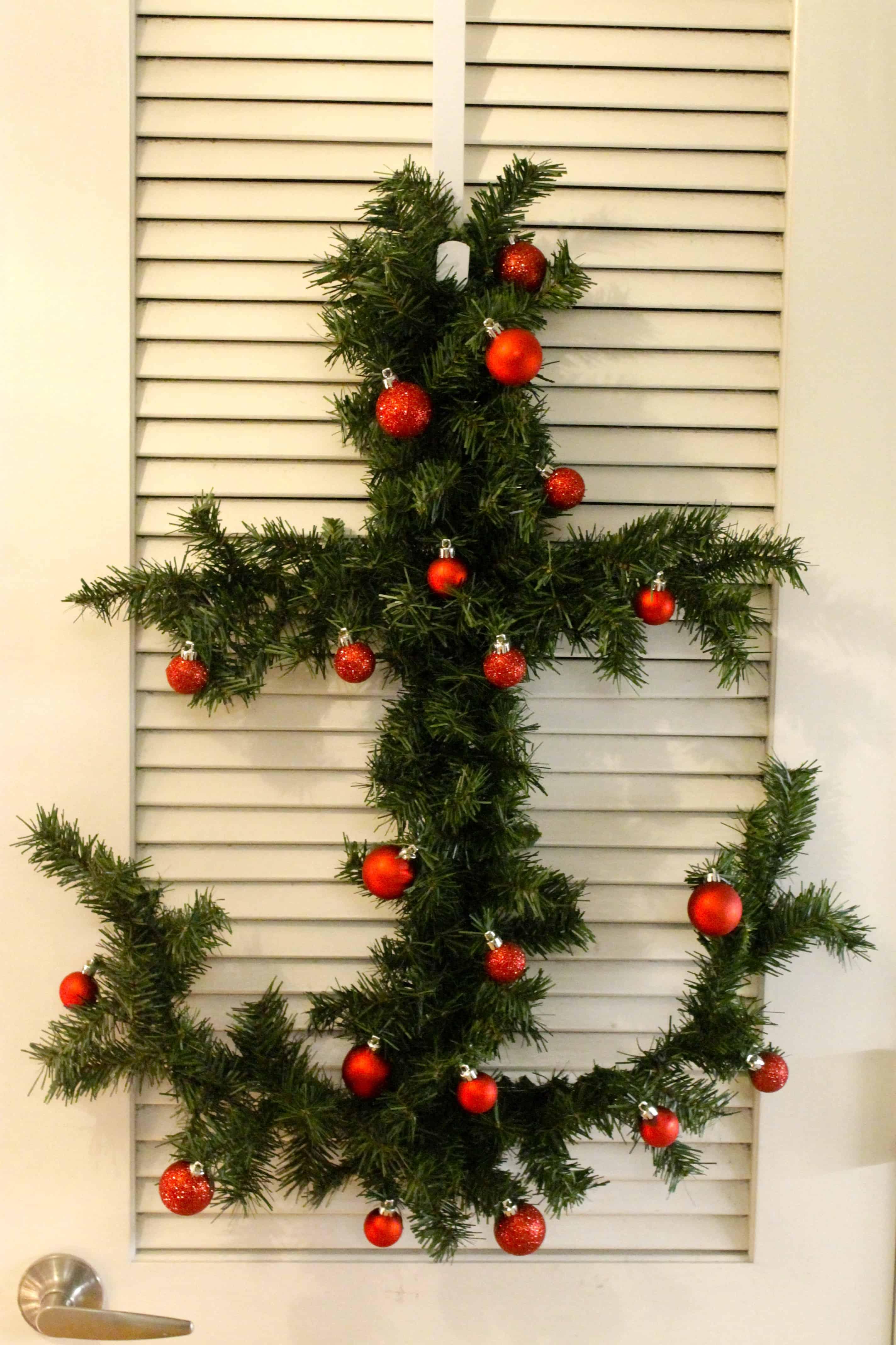 Coastal Christmas: DIY Anchor Garland Holiday Wreath