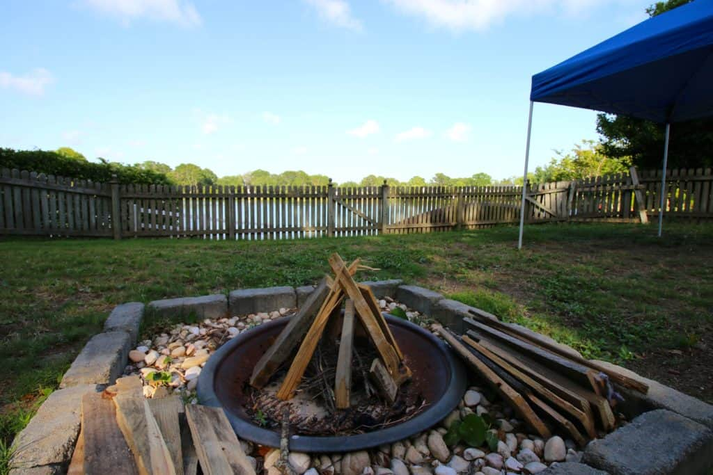 5 Tips for Hosting an Awesome Backyard Party - Build a Fire - Charleston Crafted