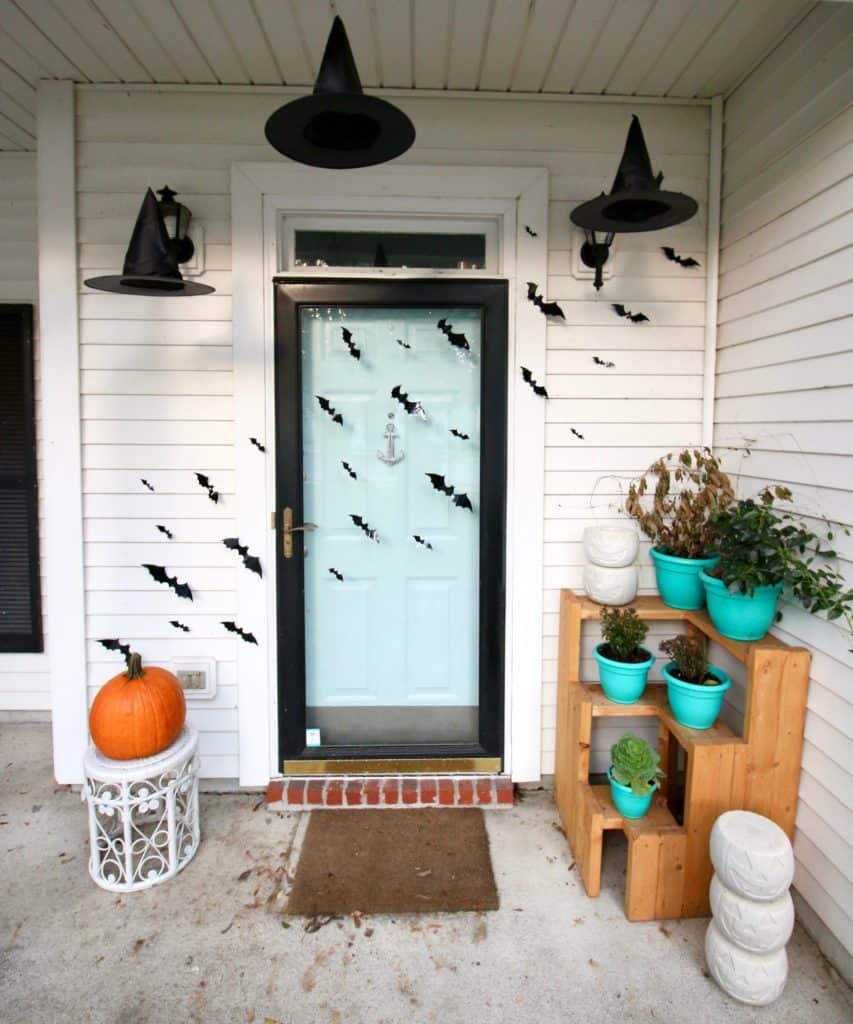 Spooky Halloween Porch Decor via Charleston Crafted