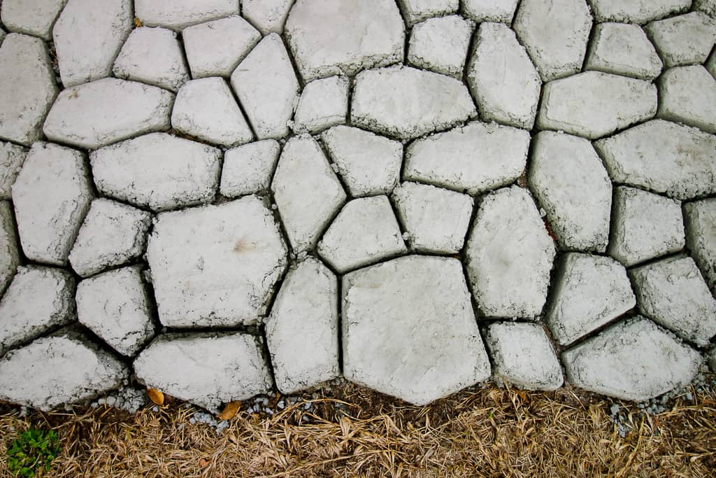 How to make a QUIKRETE WalkMaker stone look concrete patio via Charleston Crafted