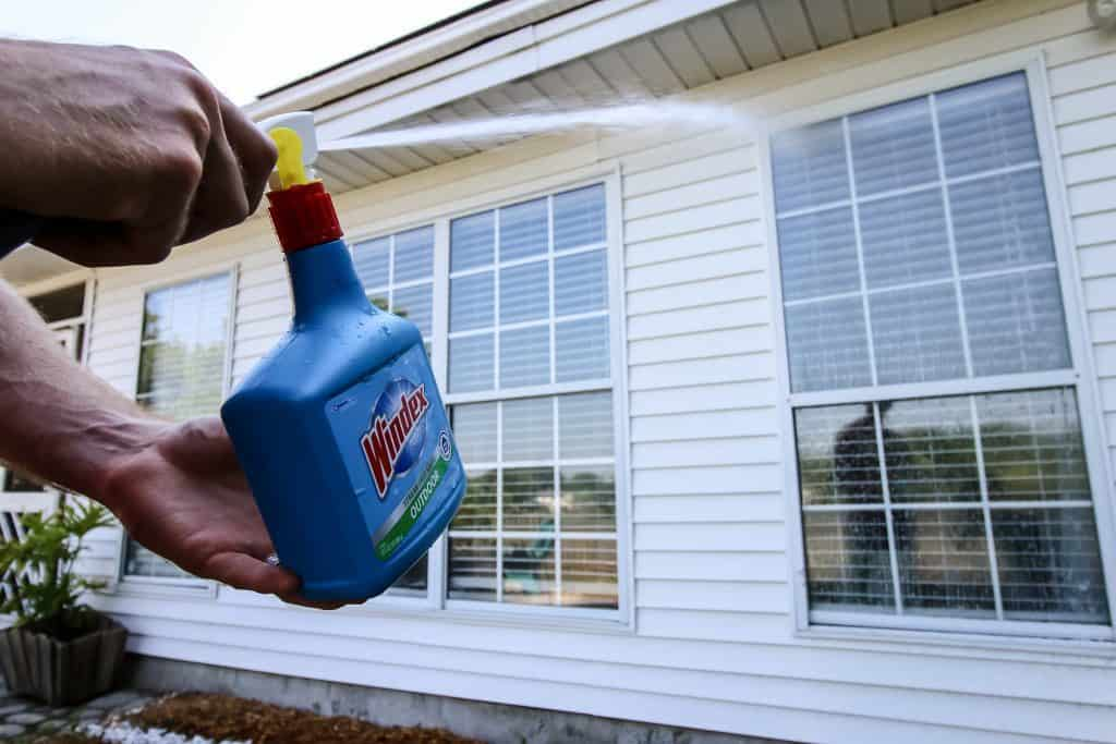 How to Clean Outdoor Windows with Windex Outdoor Sprayer