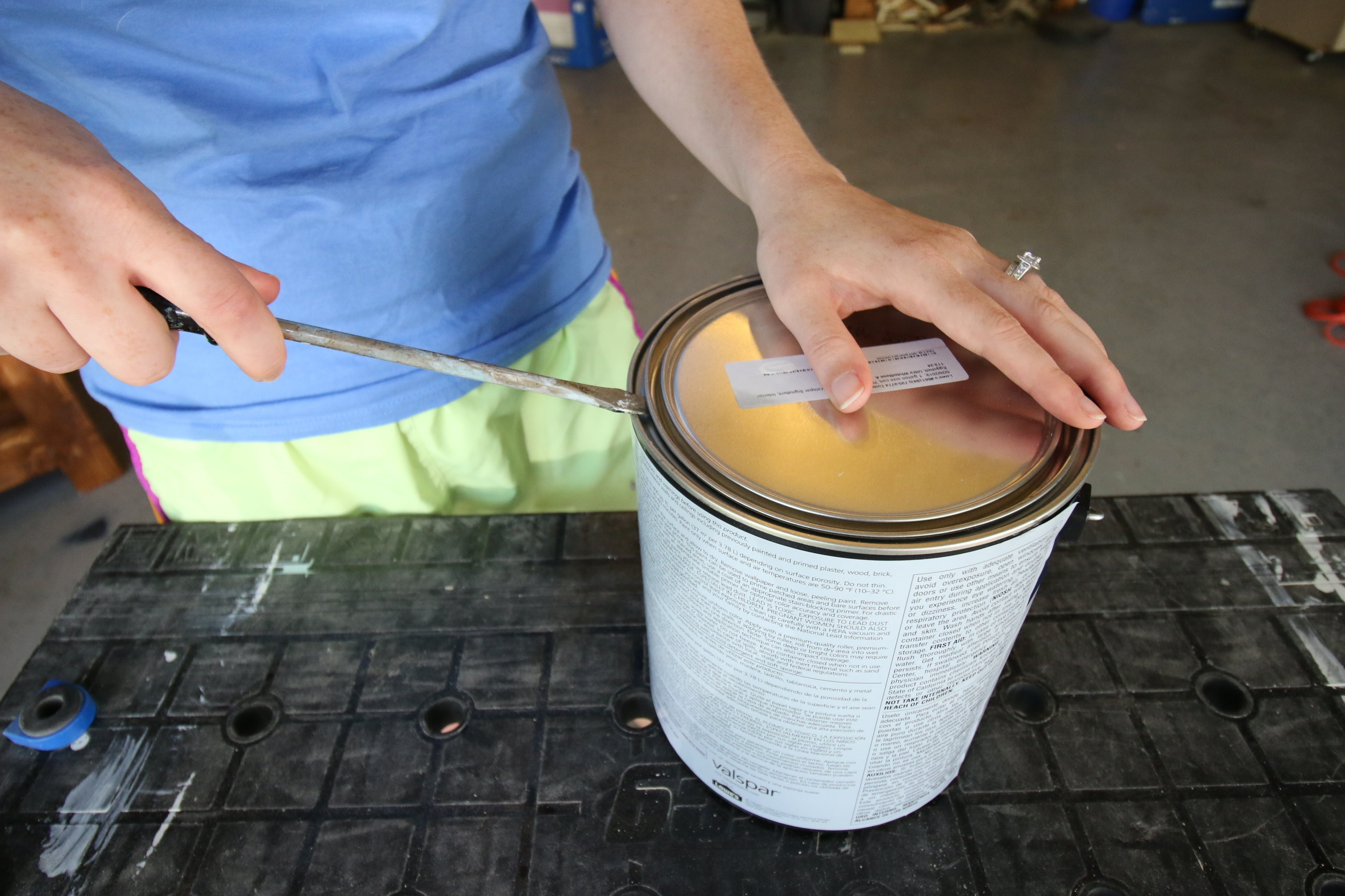 how to open a paint can - the easy way