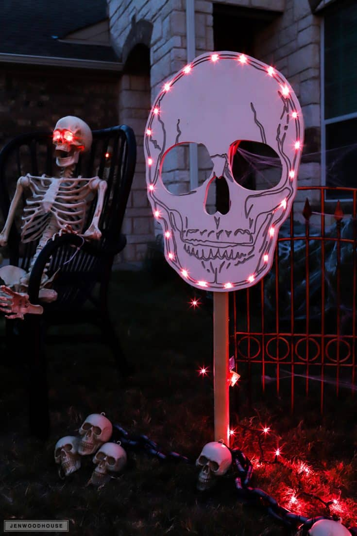 How To Make DIY Spooky Skull Yard Signs for Halloween