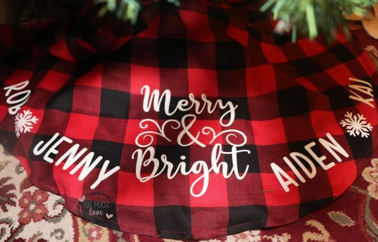 How to Personalize a Christmas Tree Skirt