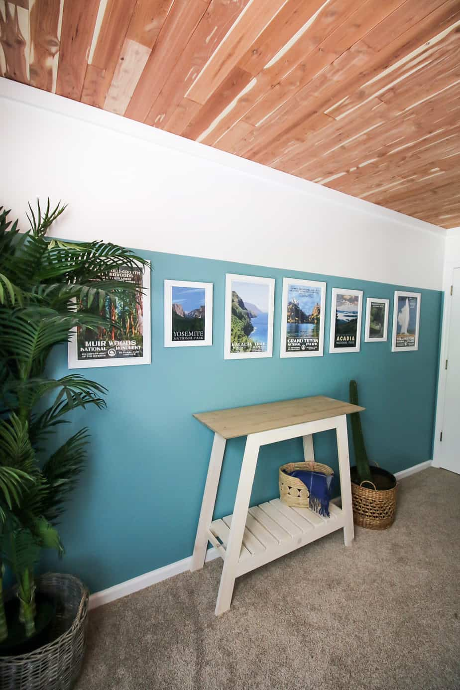 how to hang pictures in a straight line