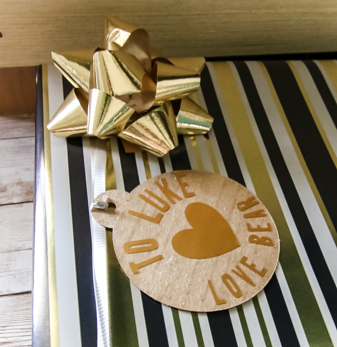 how to create gift tags on your Cricut
