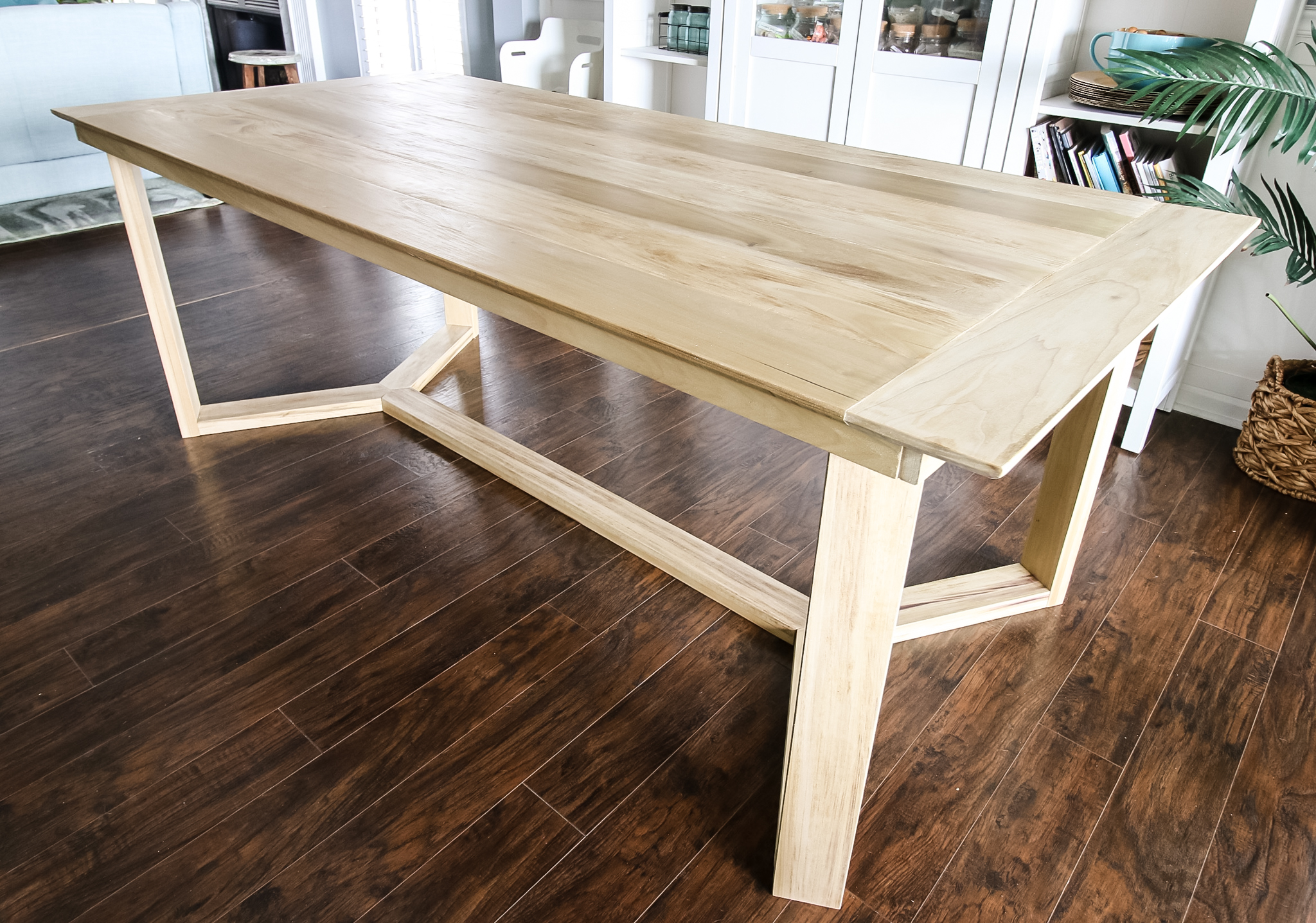 Full angled table