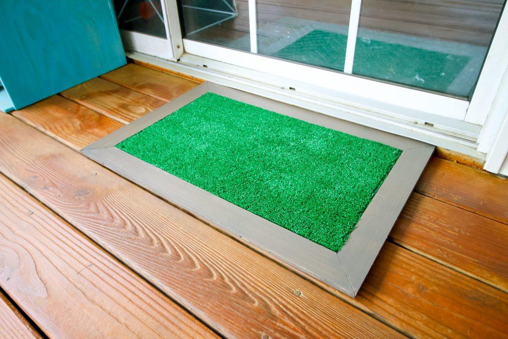 DIY astroturf doormat - Charleston Crafted