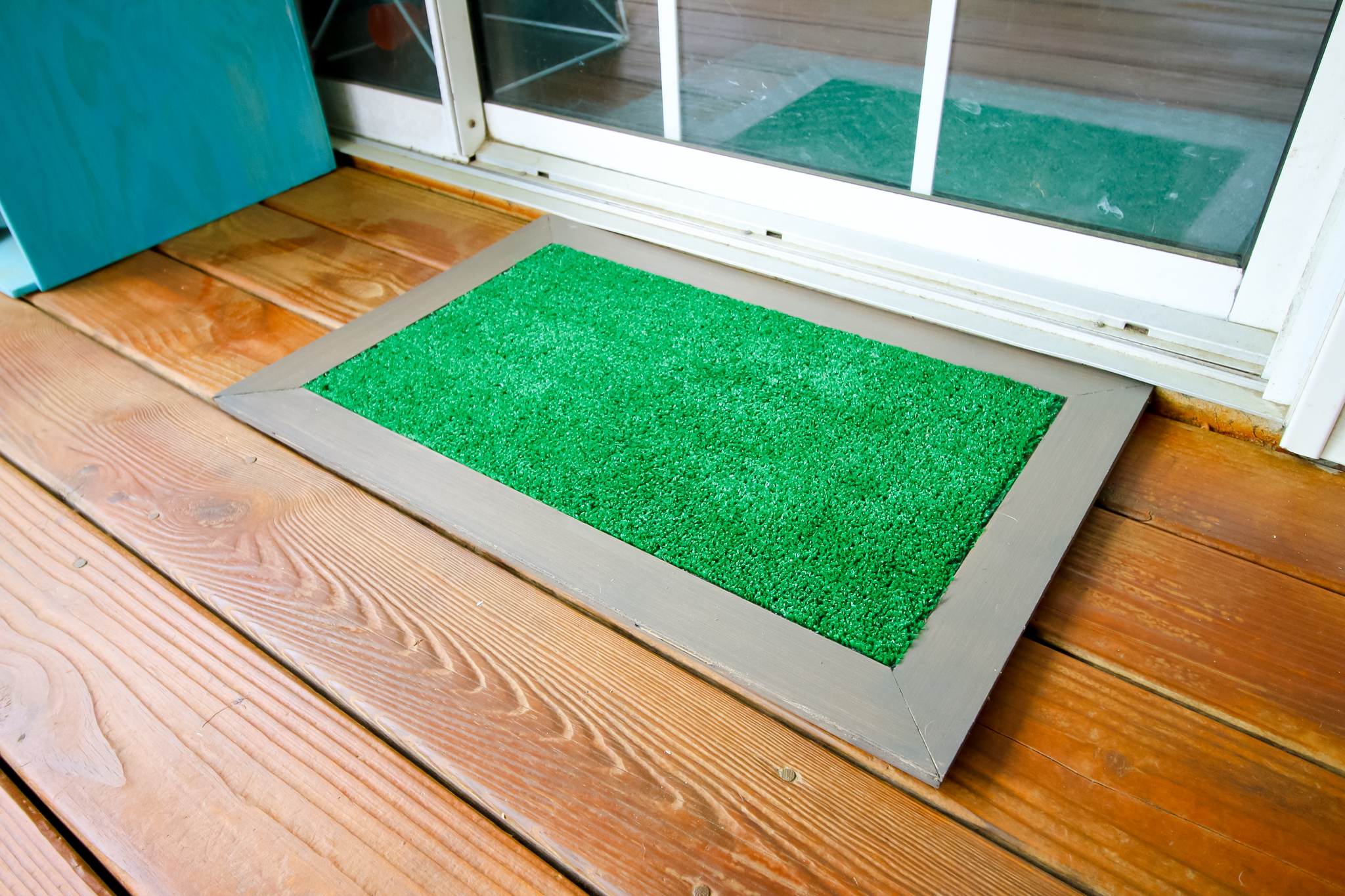 DIY astroturf doormat - Charleston Crafted