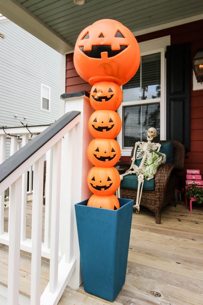 DIY plastic pumpkin halloween topiaries