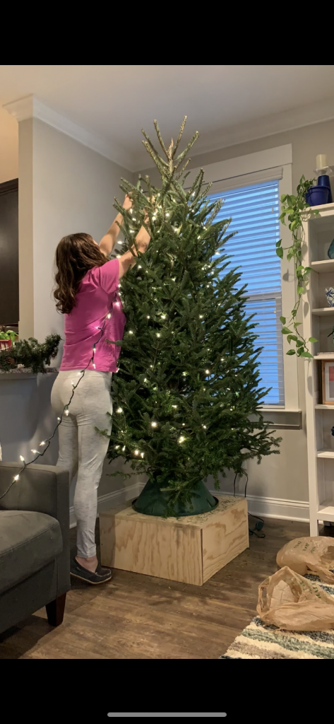 how to hang christmas tree lights vertically