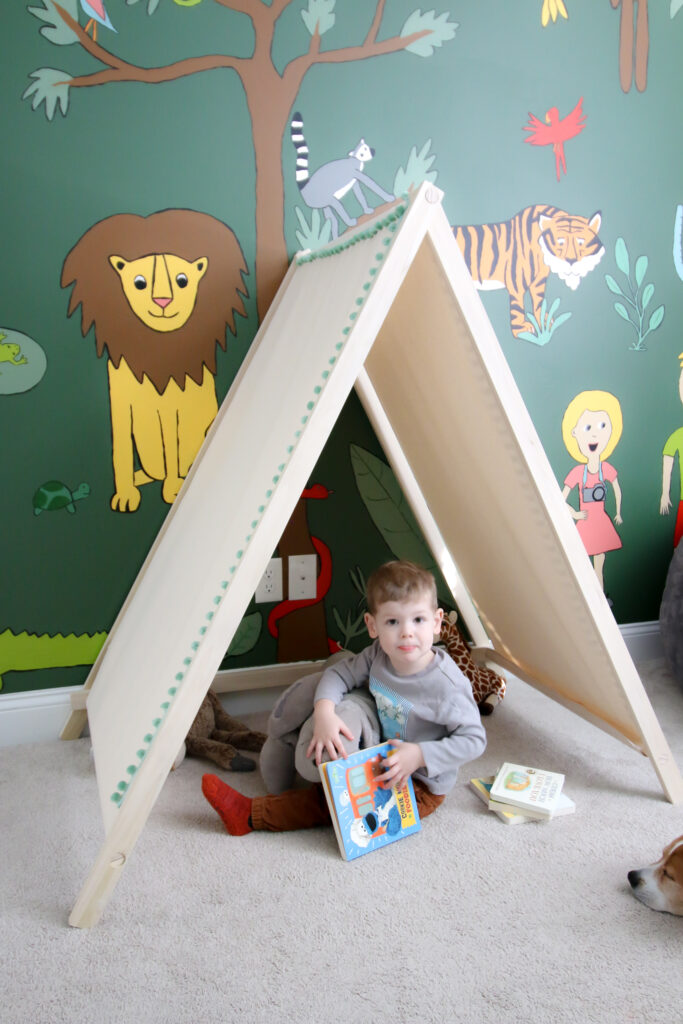 kids reading tent DIY