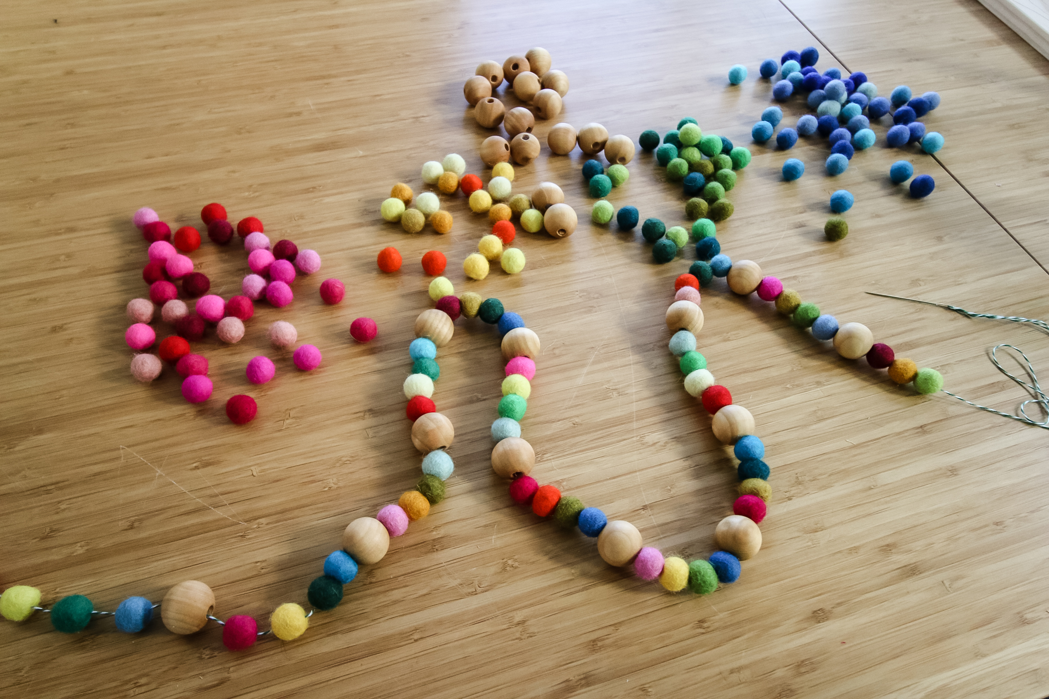 how to make a quick and easy felt ball garland