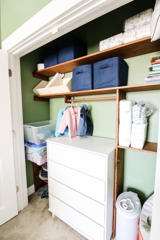Horizontal and vertical boards in custom closet