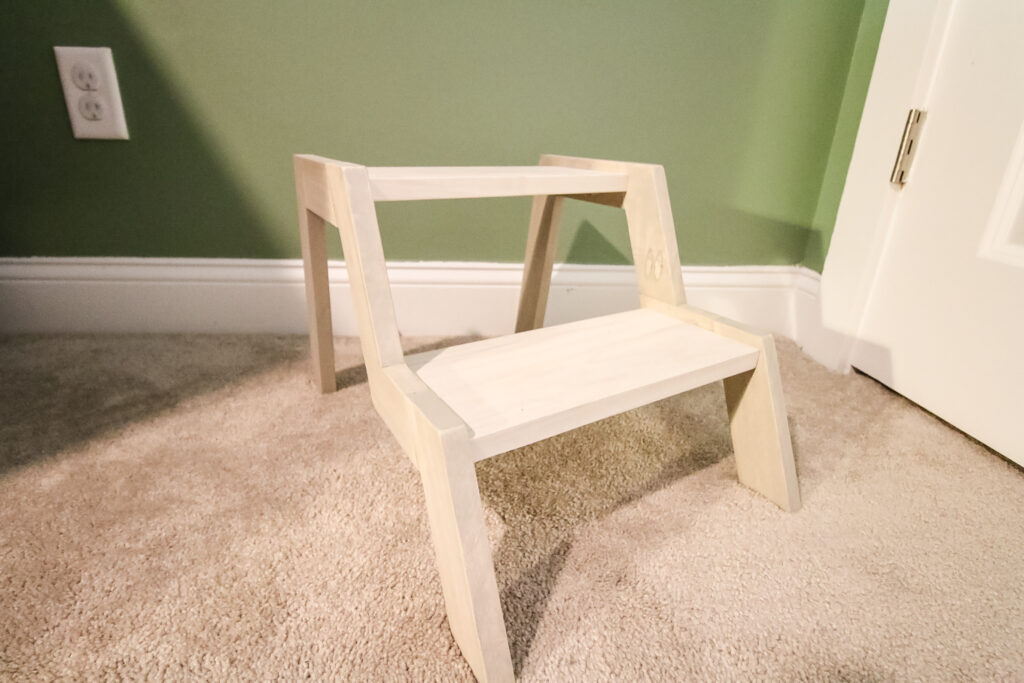 Final picture of modern step stool