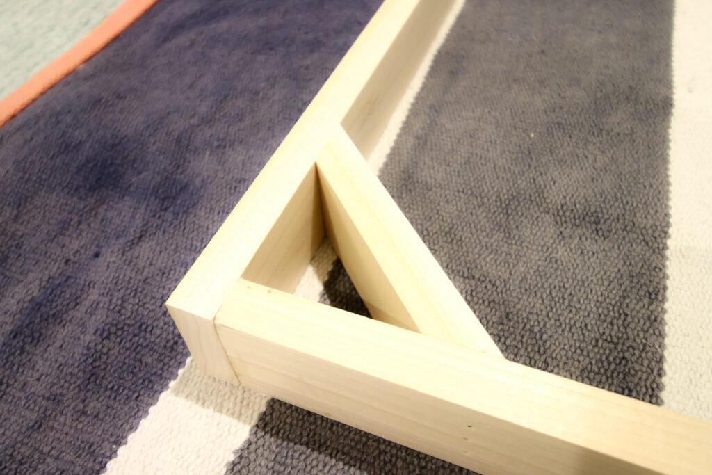 Corner braces of rug wall frame