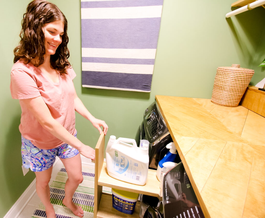 Pulling out laundry cart