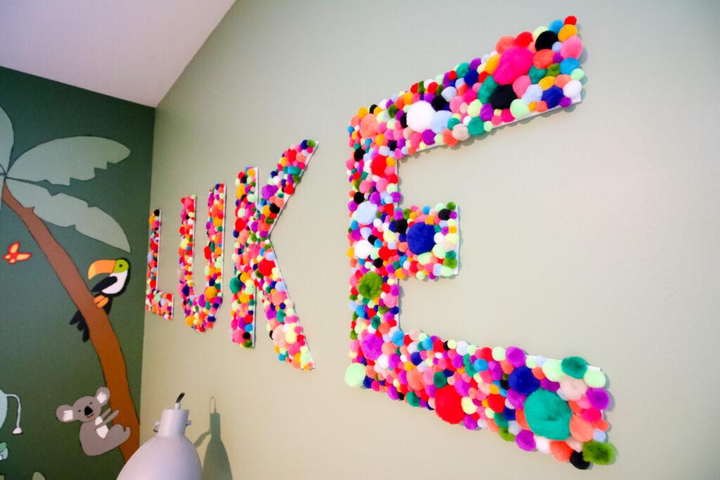 how to make DIY pom pom letters