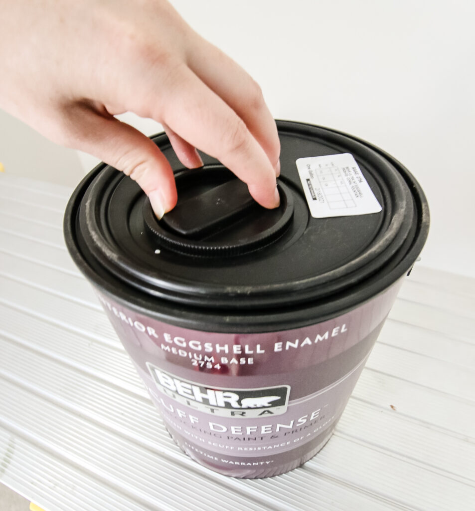 how to unscrew a behr paint can lid