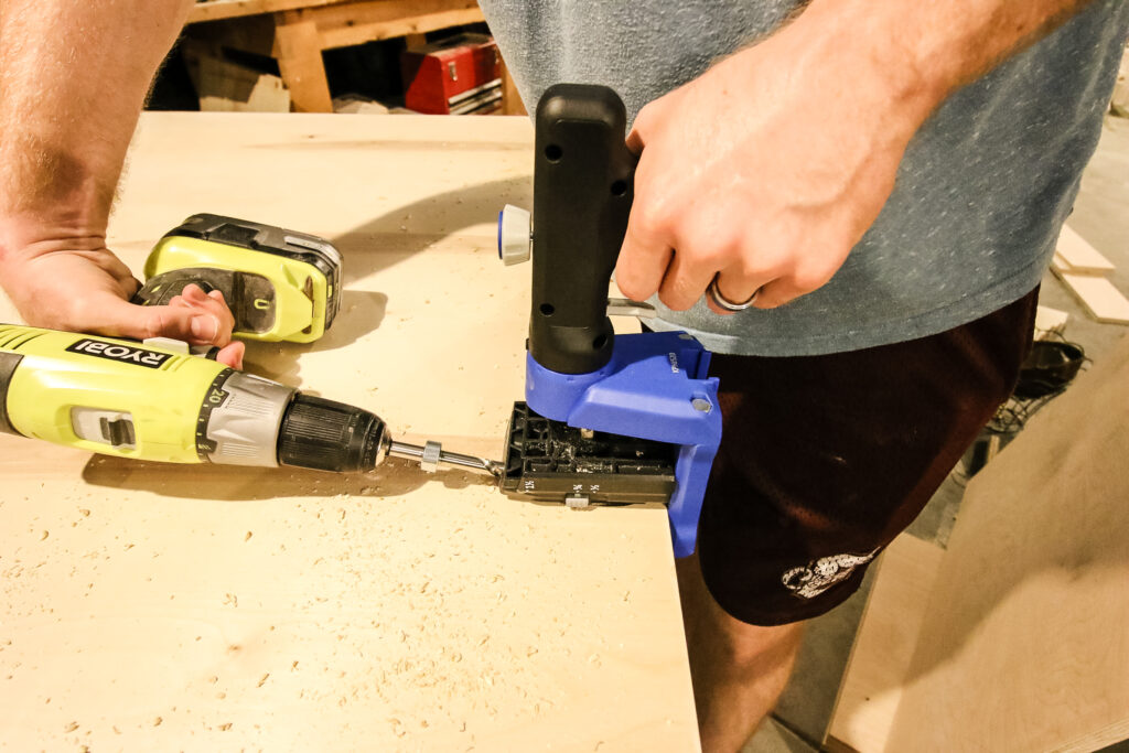 Using Kreg Jig 520 Pro to drill pocket holes in plywood