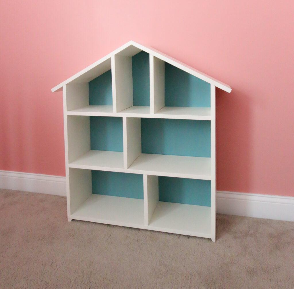 Final picture of DIY dollhouse bookshelf empty