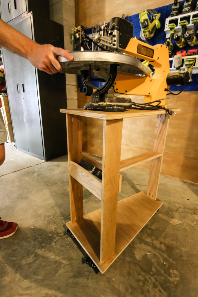 Pushing scroll saw stand with saw