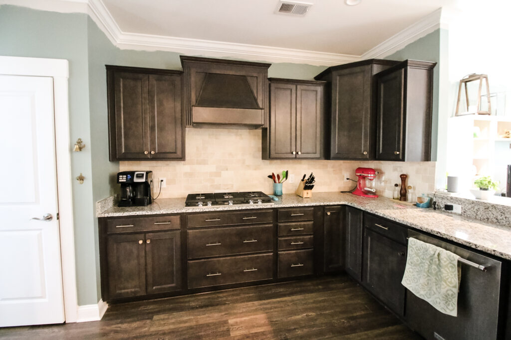 kitchen with travertine backsplash before